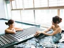 展望大浴場「炭酸泉&にごり湯」。気持ち良くて中々出られません。
