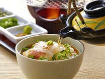 さっぱりとした味付けの桜鯛茶漬け。料理の〆にぴったりです。