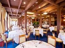 レストラン「フレグラント」では旬の素材を活かしたリゾートフレンチをお楽しみいただけます。