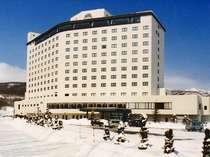 温泉郷随一の高さ(地上12階)を誇る、八幡平ロイヤルホテルの冬全景