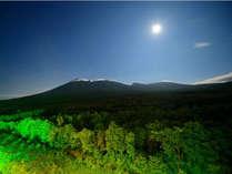 【イメージ】岩手山側客室より月明かりに照らせてた岩手山