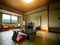 ■和室10畳 岩手山側のお部屋からは雄大な景色をご覧いただけます