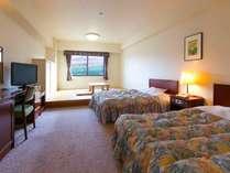 【和洋室】セミダブルのベッドと6畳の小上がりで広々のんびりステイ♪