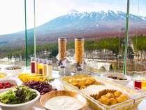 岩手山や八幡平の山並みを眺めながらの朝食はいかがですか?(イメージ)