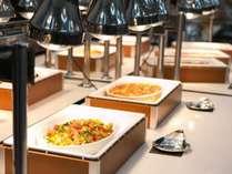 夕食は和洋中バイキング(イメージ)