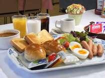 洋食ビュッフェスタイルの朝食