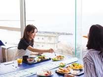 朝食バイキング★海を見ながら最高の時間を