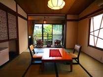 2~3名利用は8畳、4~5名利用は10畳(客室一例)。写真は本館桧の間。全客室禁煙。