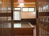 100%源泉掛け流しの檜風呂