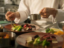 豊かな地元の食材を使った料理をお愉しみください。