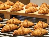 バターたっぷりクロワッサン!ホテルの朝食でも豊市パンのパンをお召し上がり頂けます