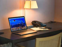 *客室では、Wi-Fi・LANケーブルどちらでも無料でネット接続可能