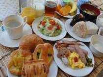 朝食は和洋バイキングです。「今日も元気にいってらっしゃい」