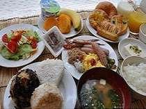 朝食は30種類の和洋バイキングです。「今日も元気でいってらっしゃいませ」
