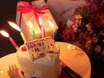 ハートケーキに愛のメッセージを添えてお祝い♪
