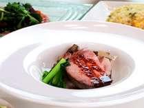 【食事】グレードアップコースの一例。ふかひれスープ、白馬豚のローストポークが絶品。オーナーおすすめ!
