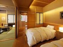 半露天風呂付客室『桔梗』和室8畳・ダイニングルーム6畳・ベッドルーム6畳の3ルーム構成。禁煙室。