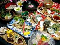 ■郷土料理会席(一例)■旬の素材や自家栽培の野菜、山菜を使用した郷土料理やオリジナルのお料理で堪能♪,岐阜県,ラジウム温泉 かすみ荘