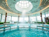 10種類の各種プールを備えた「バーデゾーン」