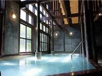 レトロな空間広がる大浴場。