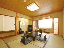【和室(10畳)】広々とした和室10畳の癒しの空間でおくつろぎ下さい。5名様まで対応可能です。