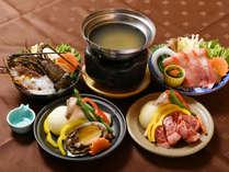 チョイスプラン選択料理 左から伊勢海老地味噌鍋/酒蒸し鮑臥龍梅焼/牛陶板焼/金目鯛しゃぶしゃぶ
