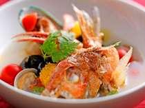 北陸の獲れたて魚貝類を贅沢に使ったアクアパッツァ☆