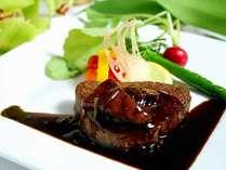 メイン料理は特選国産牛フィレ肉のビステッカフォアグラ添え