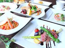 ズワイ蟹はもちろん、地物野菜や旬の食材もたっぷり使用。