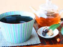 ロビーラウンジにて特製お月見団子&加賀棒茶をご用意いたします。