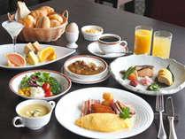 朝食は和洋バイキング。レストランまたは宴会場にてご用意致します。