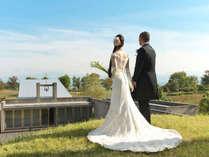 湖に佇む開放的なチャペルで模擬挙式。フレンチコースの試食会にもご参加ください♪