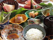 日本料理「竹翠」定番メニューの「竹翠膳」をご用意。