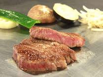 【鉄板焼き】ル・リバージュコース。席数限定のカウンターで味わう全9品、旬魚と国産牛の香りに舌鼓。