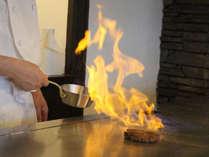 目の前で焼き上がるお肉の旨味が、口の中で溢れだします。