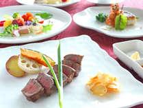 贅を尽くした特別鉄板焼きコース。料理長が厳選した、贅沢な食材を心ゆくまでご堪能ください。