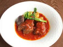 【イタリアン】ベラヴィスタのシェフが腕を振るう、能登牛の煮込み料理