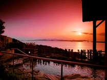 【展望浴苑「夕映えの湯」】鳴門海峡を一望する絶景と、美人の湯と呼ばれるとろとろの泉質が自慢。