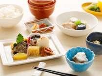 じわもんをふんだんに使った和定食。その他、洋食ブッフェもお召し上がりいただけます。