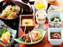 ご朝食は金澤のじわもんをふんだんに使った和定食。その他、洋食はオーダーメニューをご用意しております。