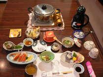 千里浜近海の新鮮な旬の素材を生かしたボリューム満点の夕食です。(季節によって内容が変わります。)