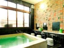 【風呂】貸切風呂。空いている時自由にご利用ください。