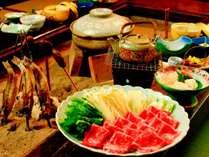 【夕食一例】囲炉裏を囲んで名物飛騨牛を味わう