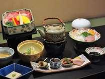 飛騨牛せいろ蒸し・前菜・小鉢・炊合などのコース料理です。