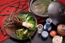 日本三大潮流の一つ伊良湖水道で取れる極上の伊勢海老とスッポン鍋。