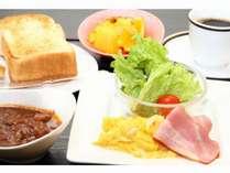 「洋定食」2019年12月9日よりリニューアル!!あつあつのシチューにパンを付けて食べるのがオススメ♪