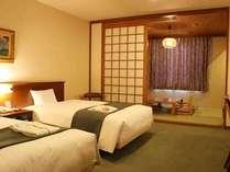 和洋室【35.3㎡】。6畳の和室部分に布団2組使用可。計4名宿泊可能です!