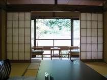 全て造りの違う純和風の客室で落ち着きのある和室(一例)