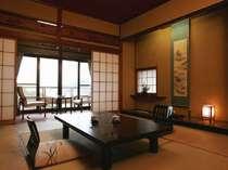 【Aタイプのお部屋】和室10畳のお部屋。窓からの眺望もあります!