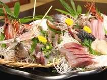 地元福浦の船からの直接買い付けによる、朝獲り鮮魚の刺身盛り!(その日の漁により内容が異なります)